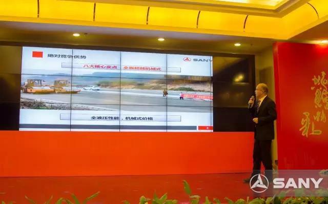 研发工程师贾干介绍压路机产品