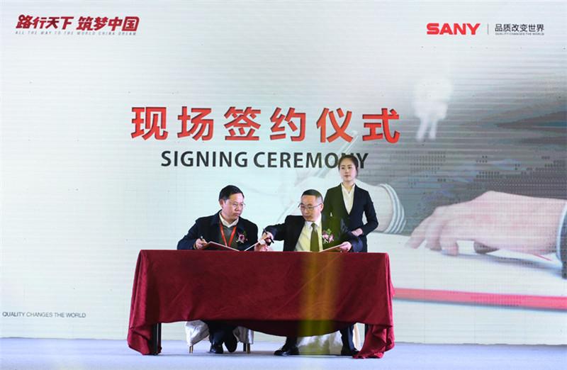 三一C8新一代路面机械全国巡展南京站人气爆棚