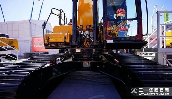SY265C挖掘机的驾驶室