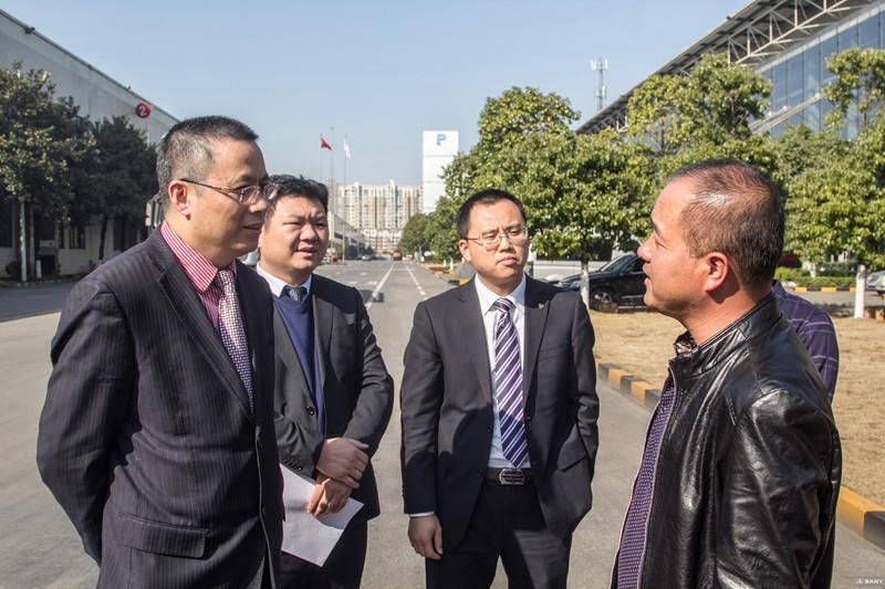 三一泵送事业部营销公司副总经理何发良出席发车仪式