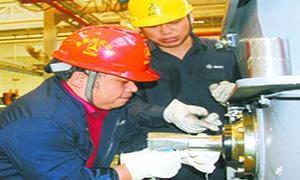 湖南日报:流水线上拧螺钉