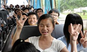 红网:三一10台大巴接送维汉中学400高考生