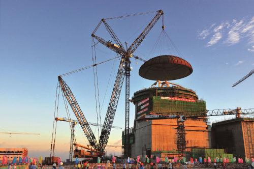 三一1000吨级履带起重机SCC10000首次成功吊装核电建设关重部件