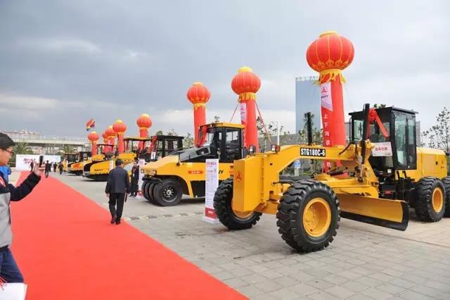 中国道路 中国自信 三一新一代路面设备昆明起航