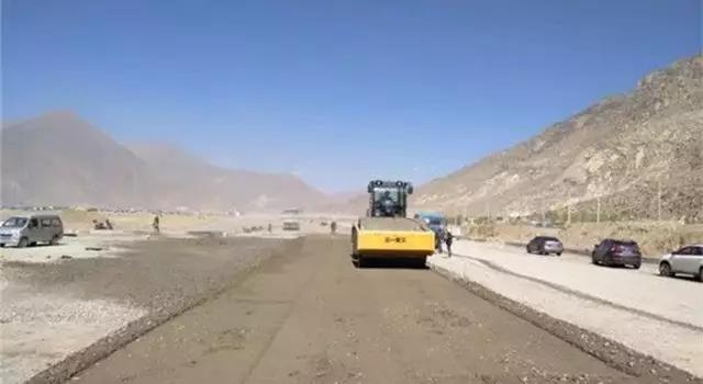"""全国最新公路项目,工程机械人""""有机可乘"""""""