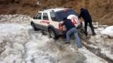 三一服务车在冰雪地上