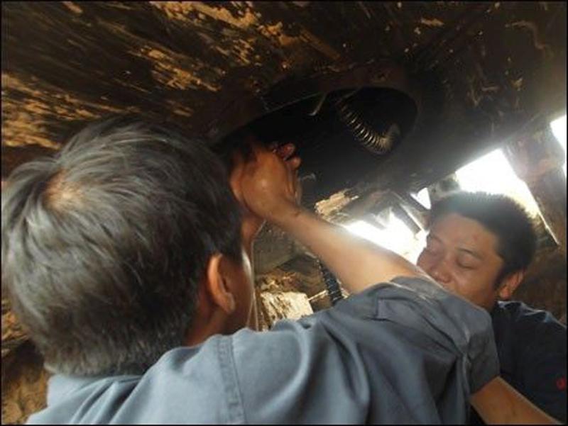 三一挖机服务工程师熊营雨中维修