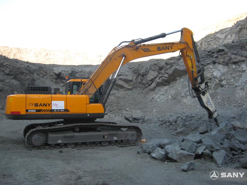 三一挖掘机在秘鲁碎石