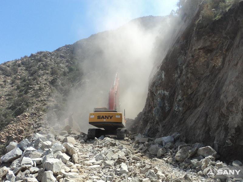 三一挖掘机施工案例之道路施工