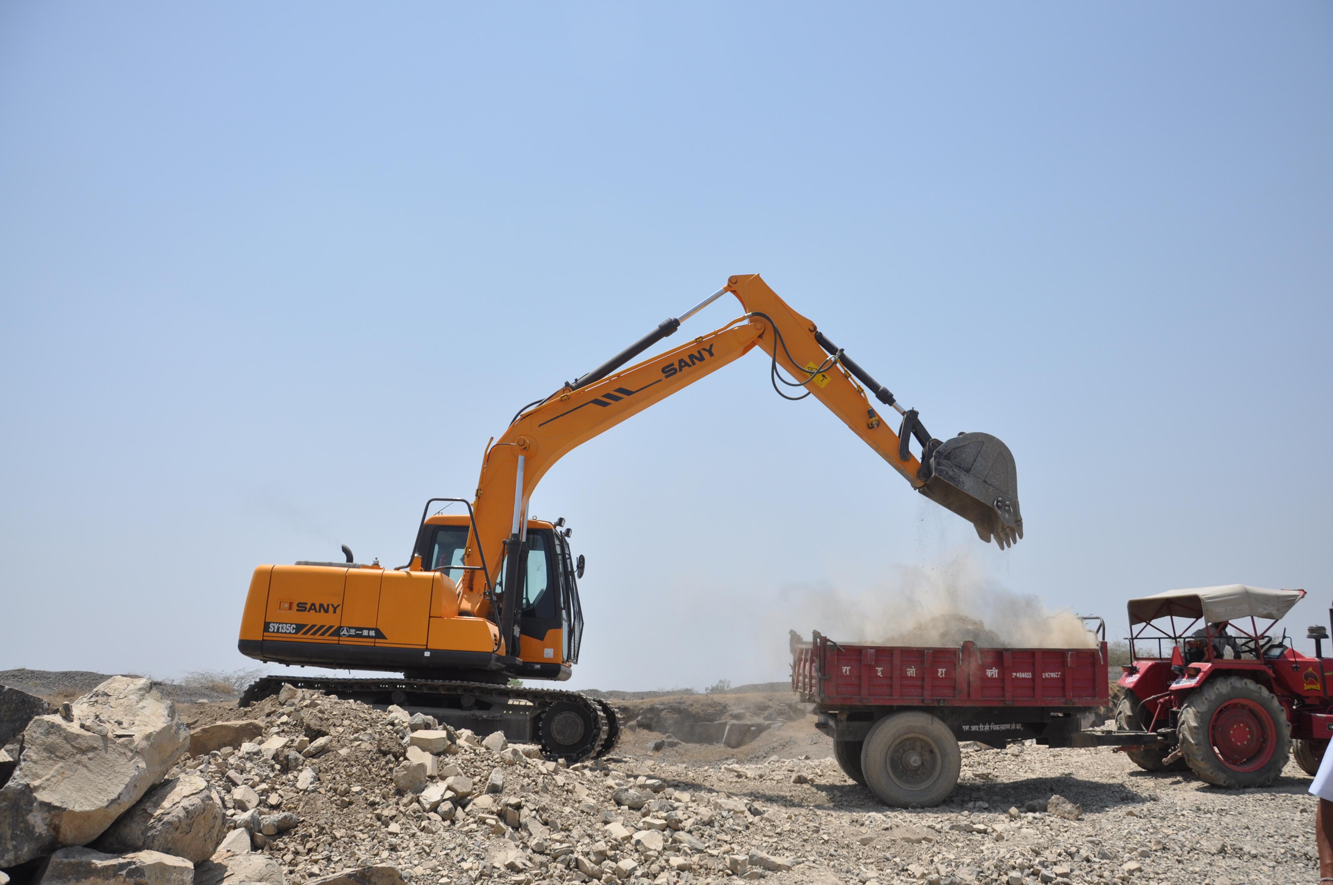 SY215印度施工现场