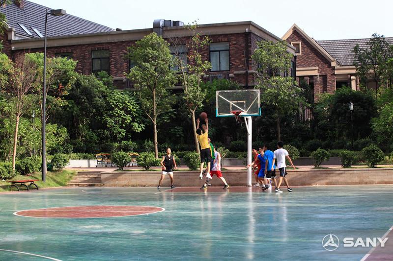 三一街区篮球场
