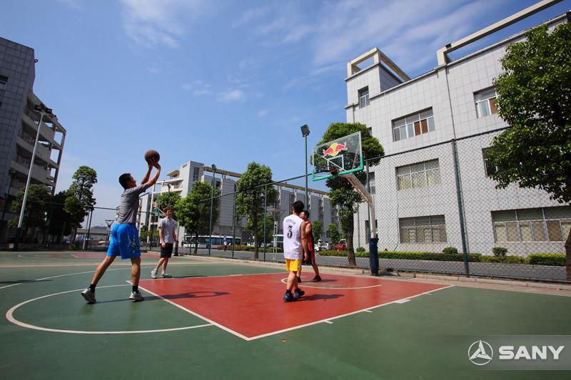 三一员工小区篮球场