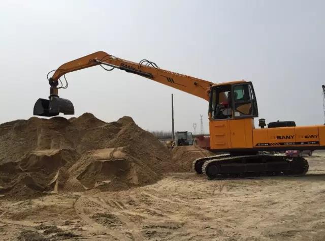 客户亲身体验 挖掘机改装抓料机,效益更好!