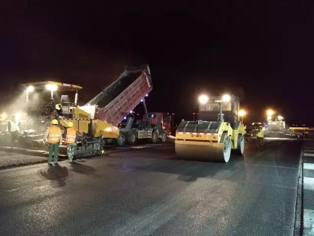 拉萨机场跑道改建工程,三一路机担当大任!