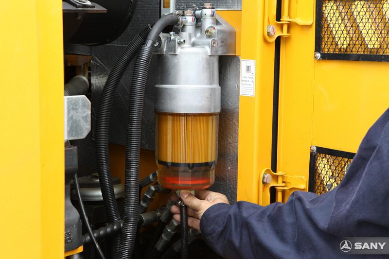 三一挖掘机油水分离器