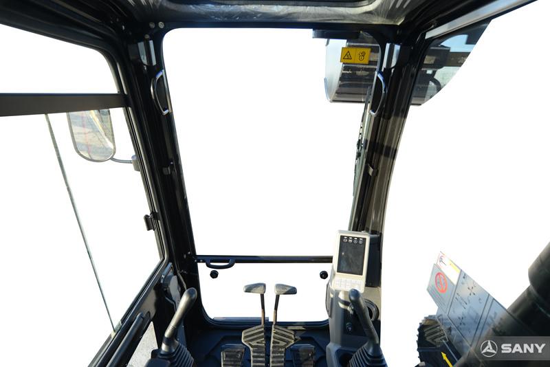 三一挖机驾驶室视野开阔