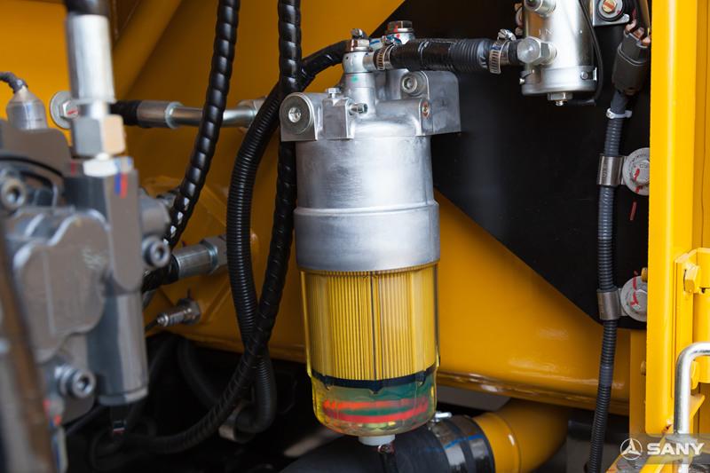 挖掘机油水分离器