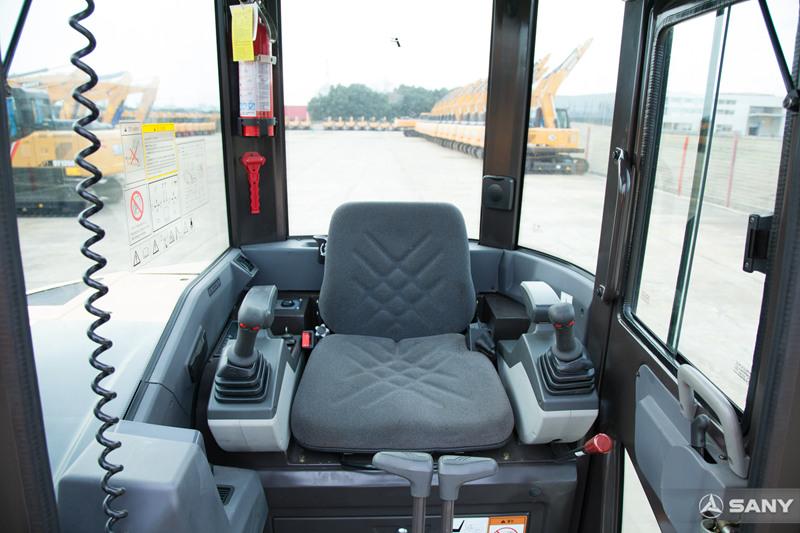 SY50U-10驾驶室