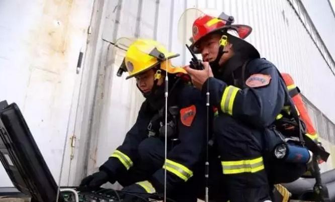 三一大跨度高喷消防车参与灭火救援实战演练