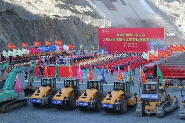 三一大吨位压路机全力保障世界*大土石坝水电站建设