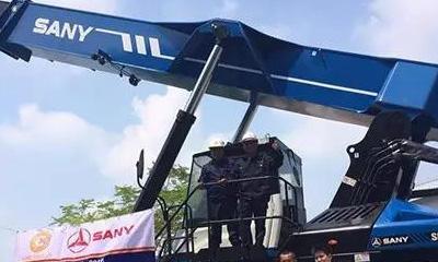 新宝GG港机交付首台新型倾斜正面吊至马来西亚巴生西港