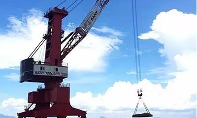 三一海洋重工成功交付国内首台100吨级港口高架起重机