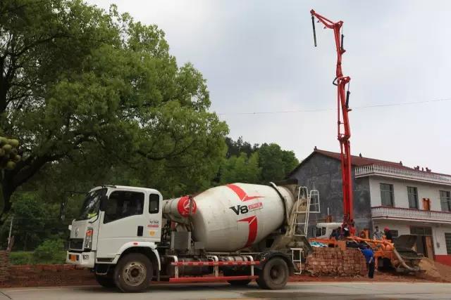 哪些因素会导致混凝土浇筑中断?如何处理?