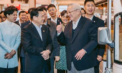 唐家璇五年后再度访问三一:竖起大拇指为三一点赞