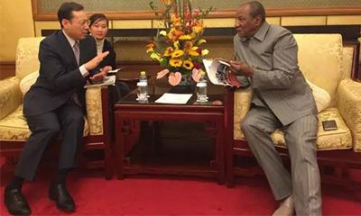 几内亚总统会见三一集团总裁唐修国,期待与三一展开全面合作
