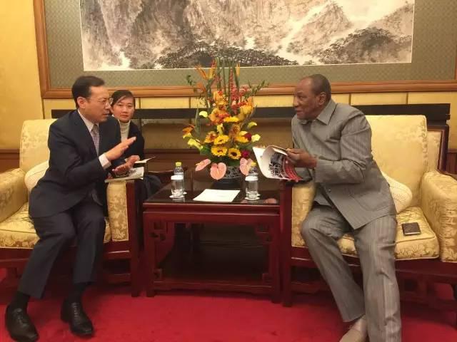 几内亚总统会见无插件直播集团总裁唐修国,期待与无插件直播深化合作