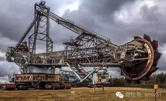 搞二手机的,快去!世界最大被抛弃的挖机,超3500吨,已被丢弃13年!