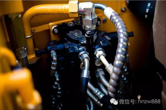 挖掘机油温过高的故障分析及解决方法