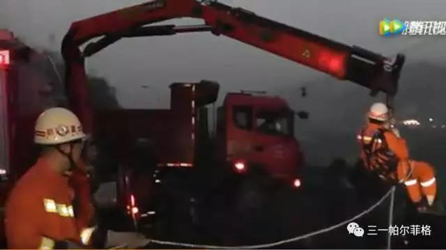 """三一帕尔菲格协助重庆消防上演""""悬空救援"""""""