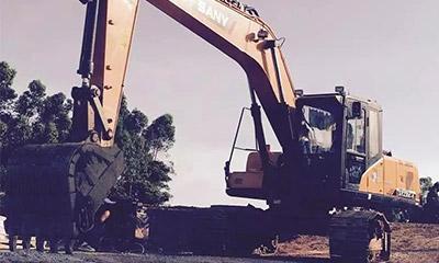 城市的建造者 小伙开三一挖机为高铁铺路