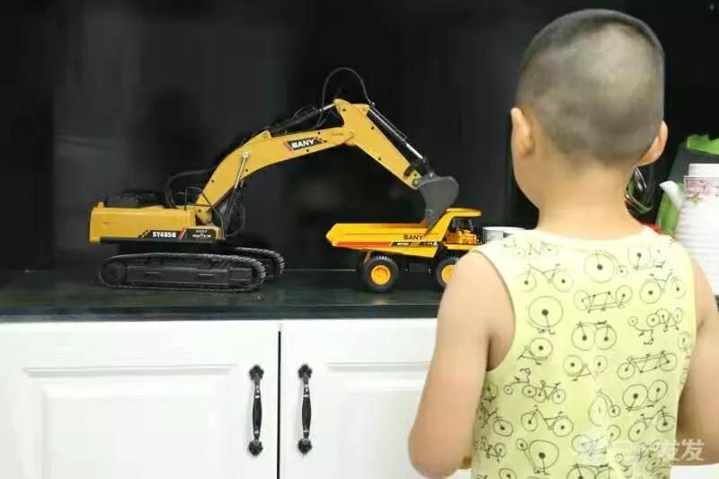 三一服务工程师故事:孩子对不起,抱你就不能搬砖,搬砖就不能抱你