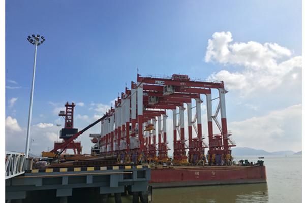 三一海工订单火爆 6台集装箱门式起重机发运广州南沙港