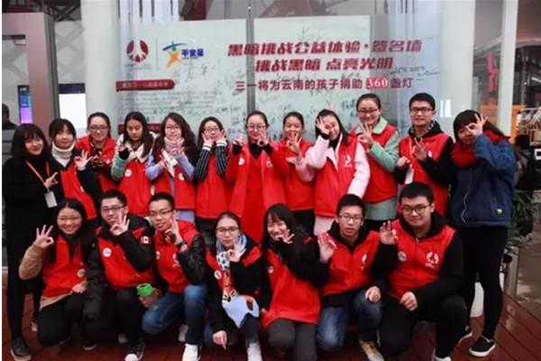 上海宝马展:777真人近千盏爱心明灯 照亮孩子上学路