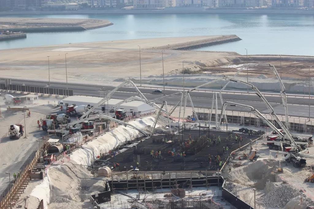 世界泵王扬威波斯湾!巴林新地标7700m³地基浇筑一次完成