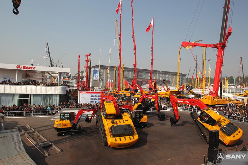 三一多台挖掘机表演,北京国际工程机械展