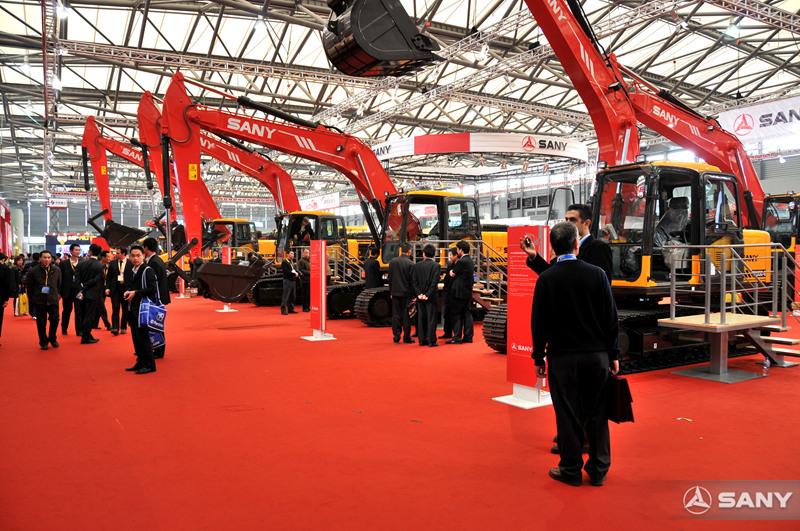 三一挖掘机展示区,2008上海宝马展
