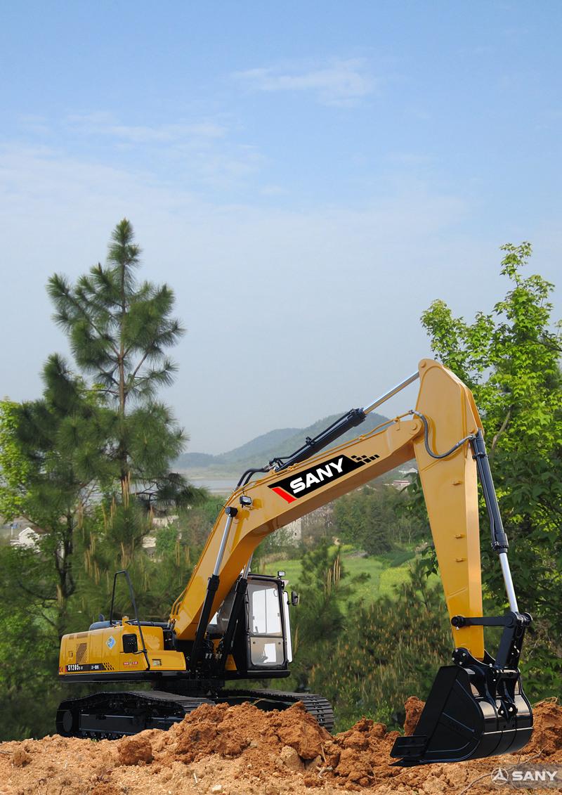 SY205C-9中型反铲挖掘机在施工场地