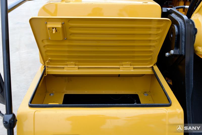 中型液压挖土机工具箱