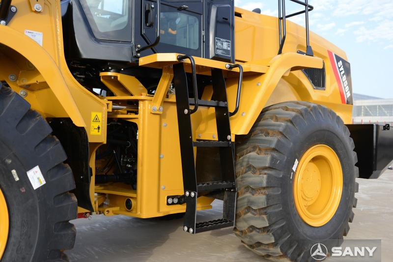 轮式装载推土机右侧前轮